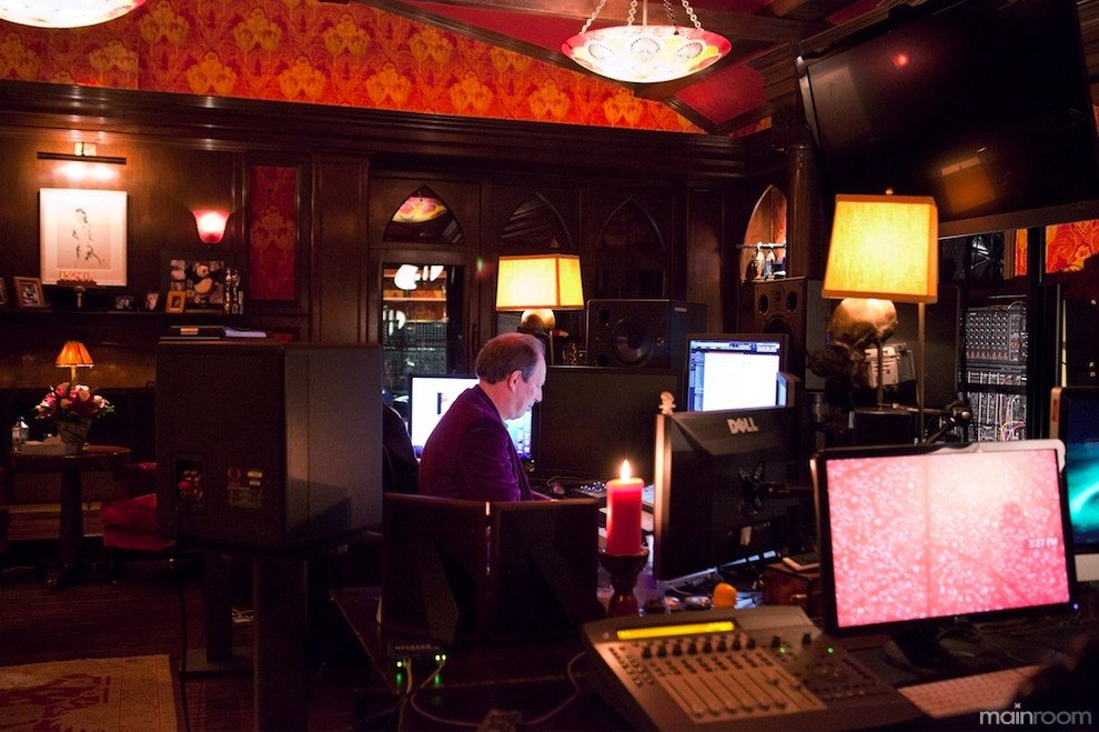 Hans zimmer in his studio new photos 2013 for Hans zimmer house